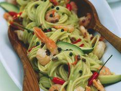 Schnell gemacht sind diese sommerlichen Spaghetti mit Avocado, Shrimps, Chilis und Pfefferkörnern. Fertig in 30 Minuten! ;-)