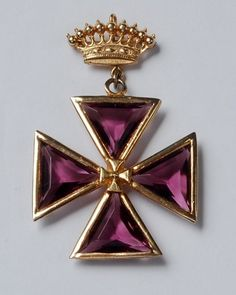 """Signed """"Accessocraft NYC"""" Faceted Amethyst Glass Maltese Cross Crown Brooch"""