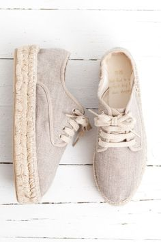 52 Espadrilles For School - gwand - Schuhe Damen Pretty Shoes, Cute Shoes, Me Too Shoes, Cute Casual Shoes, Awesome Shoes, Shoe Boots, Shoes Sandals, Shoes Sneakers, Espadrille Sneakers