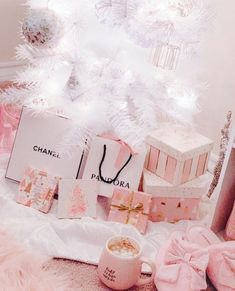 Fashion wallpaper vogue style 62 new ideas Fashion Wallpaper, Pink Wallpaper, Vogue Wallpaper, Wallpaper Ideas, Imagenes Color Pastel, Couleur Rose Pastel, Rose Gold Christmas Decorations, Whimsical Christmas, Shabby Chic Christmas