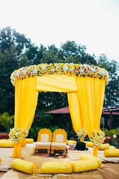Let's jump to the list of off-beat Mehndi ceremony decoration ideas, that will lit up your decor in the best way, unique mehndi decor ideas Desi Wedding Decor, Wedding Hall Decorations, Marriage Decoration, Wedding Mandap, Backdrop Decorations, Sikh Wedding, Wedding Receptions, Yellow Wedding Decor, Wedding Table