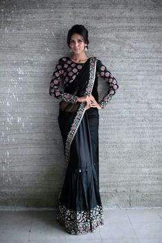 Need to know about the best quality Designer Saree kind of like Latest Elegant Saree plus Elegant Sari Blouse if so then CLICK Visit link above to read India Fashion, Ethnic Fashion, Asian Fashion, Indian Attire, Indian Wear, Indian Dresses, Indian Outfits, Moda India, Modern Saree
