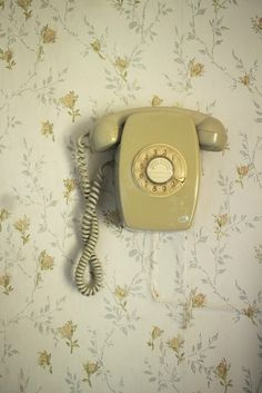 wall phone,yep -we had this growing up.and it belonged to the telephone company! wall phone,yep -we had this growing up.and it belonged to the telephone company! Telephone Vintage, Vintage Phones, Hansel Y Gretel, Granny Chic, Old Phone, Wall Wallpaper, Unique Wallpaper, Vintage Walls, Retro Vintage