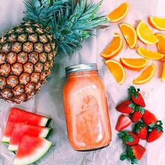 Smoothies have grown very popular over the years, with fruit smoothies being at the top of the list of favorite beverages. Many people already consume fruit smoothies regularly and have praised the… I Love Food, Good Food, Yummy Food, Healthy Snacks, Healthy Eating, Healthy Recipes, Healthy Nutrition, Easy Juice Recipes, Comidas Fitness