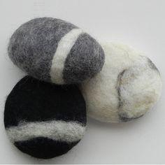 Jabon afieltrado con lana merina y aspecto de piedra, exfoliante, fungicida, antibacteriano y ecológico