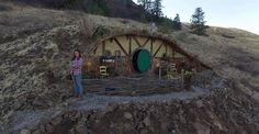 Here is some great news for all Lord of the Rings fans. Kristie Wolfe, who's already been featured here when she built her Hawaiian tree house, has now set out to build a Hobbit village, which will be located in Chelan, Washington.