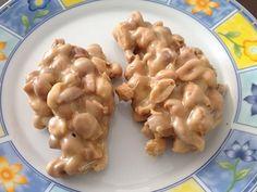PÉ DE MOLEQUE DE LEITE CONDENSADO-500 g de amendoim 1 xícara de açúcar 1 lata de leite condensado ...