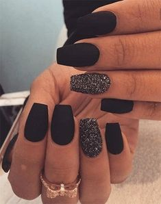 There are three kinds of fake nails which all come from the family of plastics. Acrylic nails are a liquid and powder mix. They are mixed in front of you and then they are brushed onto your nails and shaped. These nails are air dried. Black Acrylic Nails, Best Acrylic Nails, Black Nails With Glitter, Cute Black Nails, Black Nail Art, Black Manicure, Matte Nail Art, Black Coffin Nails, Stiletto Nails
