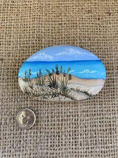 Beach Rock Art, Beach Rocks, Beach Scene Painting, Love Painting, Rock Painting Patterns, Rock Painting Designs, Painted Rocks Craft, Painted Stones, Landscape Rocks