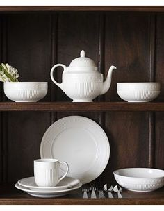 Antique Crockery - Red Wing Pottery And Wedgwood China Casual Dinnerware, China Dinnerware, Red Wing Pottery, Industrial, China Patterns, Wedgwood, Vintage Tea, Earthenware, Drinking Tea