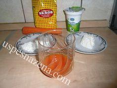- gustin 1 kašika - sveže isceđen sok od mrkve 5 kašika - kisela pavlaka 1 kašika U pola čaše vode rastvoriti gustin. Sipajte u šerpicu i dodajte 100 ml kipuće vode. Stavite na sporet i kuvajte na tihoj vatri da se zgusne. Kad se malo ohladi, dodajte sok od šargarepe i pavlaku. Dobro promešajte i stavljajte na očišćeno lice na 25-30 minuta. Masku isperite toplom vodom i nanesite na lice hranljivu kremu. Preostalu količinu ostavite u frižider. Za bolji efekat maska se radi 3 dana uzastop.