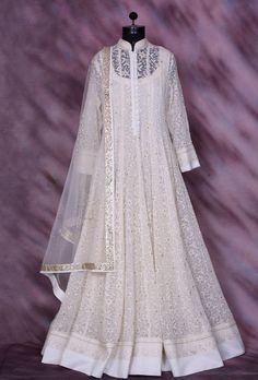 Featuring white designer anarkali suit with beautiful dupatta. Fabric georgette pallu net colour white shipping & returns - the product will be shippe Party Wear Indian Dresses, Designer Party Wear Dresses, Indian Gowns Dresses, Kurti Designs Party Wear, Dress Indian Style, Indian Designer Outfits, Party Dress, Dresses Dresses, Party Party