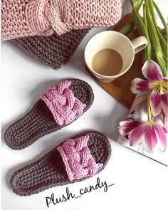 45 Ideas for crochet socks pattern kids knit slippers Crochet Sandals, Crochet Shoes, Crochet Clothes, Crochet For Kids, Crochet Baby, Knit Crochet, Crochet Summer, Crochet Mittens, Knitted Slippers