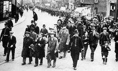 A group of unemployed men march to London in 1932 to protest against the consequences of the economic crisis on working-class communities.