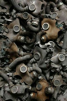 This photo scares the crap outta me:: Gas Masks abandoned after the Chernobyl disaster in Pripyat, Ukraine. A haunting reminder for future generations. Nagasaki, Hiroshima, Apocalypse Aesthetic, Apocalypse Art, Arte Grunge, Chernobyl Disaster, Miss Peregrines Home For Peculiar, Nuclear Disasters, Home For Peculiar Children