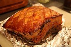 Maak je eigen superzachte pork belly. Door het buikspek langzaam te garen wordt het vlees boterzacht. Verras je vrienden met dit mooie gerecht.