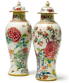 A PAIR OF CHINESE EXPORT PORCELAIN FAMILLE-ROSE BALUSTER VASES AND COVERS QING DYNASTY, CIRCA 1750 - Sotheby's