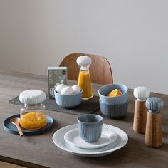 The beautiful Hammershøi tableware appears stable and has a light hovering elegance, and, in combination with the natural colours the individual elements turn into small design wonders in themselves.