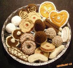 Háčkované cukroví některé i s fotopostupem Amigurumi Toys, Amigurumi Patterns, Food Patterns, Amigurumi Tutorial, Crochet Food, Easy Crochet Patterns, Crochet Animals, Biscotti, Cookies