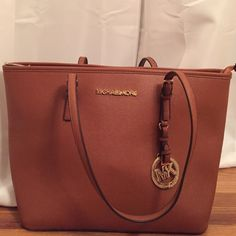 Michael Kors Large Leather Tote Willing to Counter Michael Kors Jet Set Travel Leather Tote (not genuine). Willing to Counter:) Michael Kors Bags Shoulder Bags