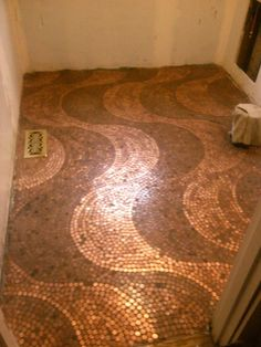 Penny floor designs Bring new life to your old floors with these unique and beautiful cheap flooring Penny Floor Designs, Home Floor Design, Bathroom Flooring, Kitchen Flooring, Penny Flooring, Kitchen Walls, Hardwood Floor, Green Kitchen, Kitchen Backsplash
