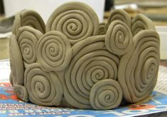Most up-to-date Absolutely Free Slab Ceramics coil pots Popular Hase keramik Clay Art Projects, Ceramics Projects, Clay Crafts, Art Projects For Adults, Kids Crafts, Hand Built Pottery, Slab Pottery, Ceramic Pottery, Coiled Pottery