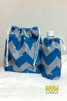 ギザギザしましまに小さな黄色い水玉のランチバッグと水筒ポーチのセット物です入園、入学シーズン準備にピッタリです‼︎綿麻のしっかりした布です。ランチタイムもオシ...|ハンドメイド、手作り、手仕事品の通販・販売・購入ならCreema。