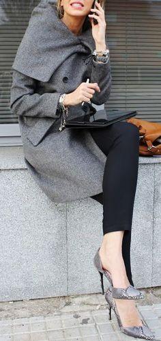 LA IMPORTANCIA VESTIR BIEN CUANDO TIENES UNA REUNIÓN DE NEGOCIOS Hola Chicas!!! Es sumamente importante vestir bien cuando tienes una reunión de trabajo ya que la primera impresiones es la que cuenta.