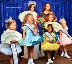 Backstage crowning at Universal Royalty® Beauty Pageant. universalroyalty.com #universalroyalty