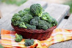 Broccoli helps to improve vision & digestive system, detoxify the body, maximize vitamin & mineral uptake, prevent allergic reactions, boost immunity Growing Broccoli, Broccoli Plant, Frozen Broccoli, Steamed Broccoli, Broccoli Health Benefits, Zucchini, Good Source Of Fiber, Nutrition, Living A Healthy Life
