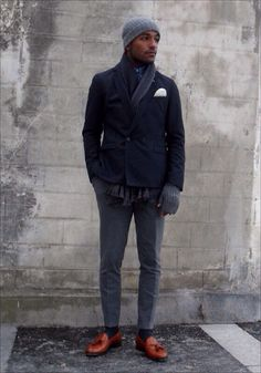 grey flannel trousers and rich brown tassel loafers Gentleman Mode, Gentleman Style, Gents Fashion, Dope Fashion, Man Fashion, Mode Masculine, New York Men's Street Style, Grey Flannel Trousers, Stil Inspiration