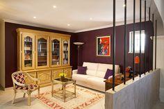 Salon bibliothèque sur mur aubergine Orange, Decoration, China Cabinet, Liquor Cabinet, Divider, Room, Furniture, Home Decor, Living Room Bookcase