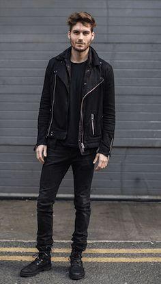 黒のダブルライダースジャケットを着こなす男性ファッション