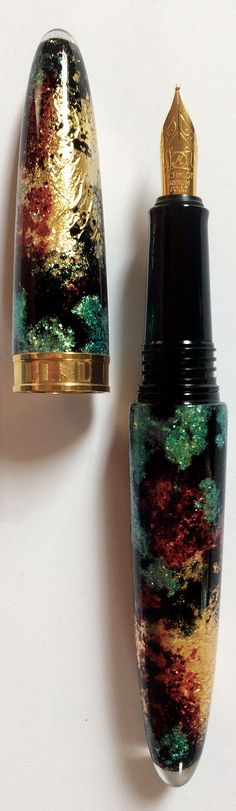 The fountain pen Sublime delivers a distinctively striking combination of malachite green, dark red, and rich gold colors. The magic touch of metallics and sparkles adds sense of luxury and sophistication.