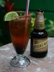 Michelada (bebida mexicana) / (mexican drink based with beer)