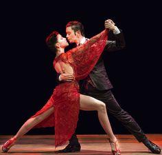 Tango show in Argentina - El Querandí. Pareja bailando tango