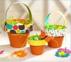 If youre looking for a quick easy Easter craft/centerpiece idea, these Terra Cotta Easter Baskets only take a few minutes and will look super cute on your Easter table! Added bonus: theyre really inexpensive! Step By Step DIY Homemade Easter Baskets, Easter Baskets To Make, Easy Easter Crafts, Easter Crafts For Kids, Easter Activities, Hoppy Easter, Easter Eggs, Easter Table, Easter Decor