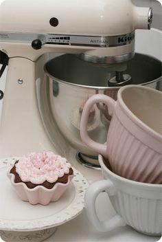 KitchenAid, beautiful vintage cream mixer. Xxx
