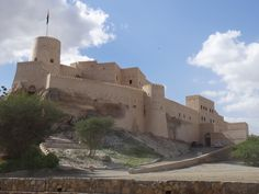 OMAN - A 10 day road trip Oman itinerary from Salalah to Muscat in a 4x4