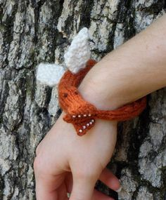 Knit dragon bracelet - idea