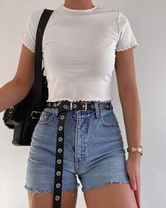 New Casual Outfits and Street Style Fashion Ideas Of Trend Clothes ideas casual summer outfits Teen Fashion Outfits, Retro Outfits, Girly Outfits, Cute Casual Outfits, Simple Outfits, Look Fashion, Fashion Clothes, Stylish Outfits, Casual Shorts Outfit