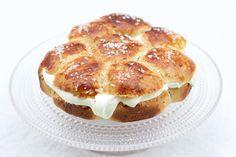 Shrove boston cake is a little piece of heaven; moist and juicy. :) Ihanan mehevä laskiaispulla saa kakun muodon ja on entistä mehevämpi.