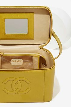 e0d6240e0b872e Vintage Chanel Caviar Leather Vanity Case ☆ DiamondB! Approved ☆ Chanel  Handbags, New Handbags