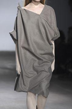289 details photos of A.F. Vandevorst at Paris Fashion Week Fall 2009.