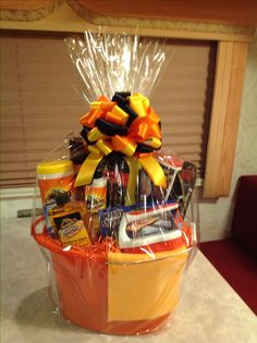Do it yourself gift basket ideas for any and all occasions 3gift golf gift baskets top gifts for men learn more by visiting the image link solutioingenieria Gallery
