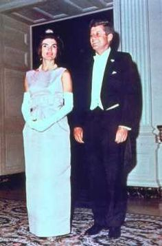 Jackie Style Volume IV (The White House Years – Evening Wear) – brownpaperpackagestiedupwithstrings Jacqueline Kennedy Onassis, John F Kennedy, Lou Fashion, Sabrina Carpenter, Celebrity Babies, Violet, Cute Couples, Glamour, Jfk