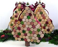 Wine Cork Christmas Tree...cute but I would have to buy the corks since we don't drink wine : )