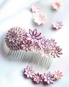 秋から冬までつけて頂けるコームです✨✨ 紅葉にも、雪の景色にも合いそうな髪飾りです☺️💕 京都も、紅葉が遅れているようです💦 寒くなるのは嫌ですが、、 真っ赤なもみじが早く見たいなとも思います🍁 #つまみ細工#着物#着物生地#つまみ細工髪飾り #お花#ハンドメイド#ハンドメイド布小物 #お花アクセサリー#ハンドメイドアクセサリー#ハンドメイド好きさんと繋がりたい #和小物#京都#伝統工芸#着物好き #ハンドメイドヘアアクセサリー #ハンドメイドヘアアクセ#着物大好き#髪飾り #着物髪飾り#tumami #kyoto #kyotophoto #kyotolife #japan #ptitbonheur Presents For Your Boyfriend, Boyfriend Gifts, Textile Jewelry, Beaded Jewelry, Japanese Gifts, Barrettes, Kanzashi Flowers, Beading Techniques, Bead Loom Patterns