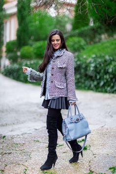 Tweed jacket chaqueta jaspeada bolso azul Hamilton Michael Kors bag botas altas de ante negro over the knee black boots Crimenes de la Moda blog