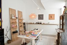 Shop Visit: Japansk Designbutik KIKI « Muhs Home - dezdemon-home-decorideas. Japanese Shop, Japanese Interior Design, Japanese Design, Shop Interior Design, Retail Design, Store Design, Interior Design Living Room, Bedroom Minimalist, Store Interiors